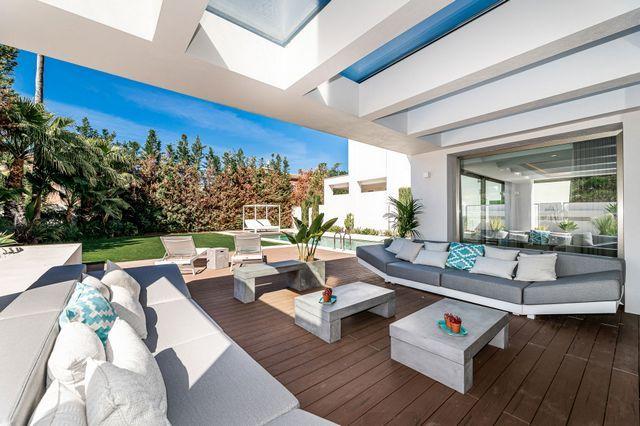 Villa on the second line beach in Golden Mile Marbella