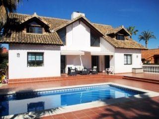 Preciosa villa cerca de la playa en Costalita Estepona