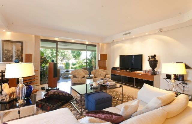 **Luxury ground floor apartment