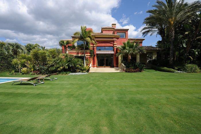 Exclusive villa with sea views
