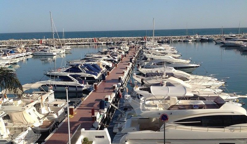 **First line harbour penthouse in Puerto Banus