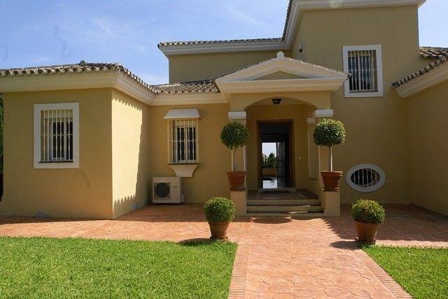 Nice villa in the prime location Aloha Golf
