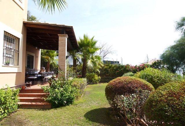 Beachside classic villa