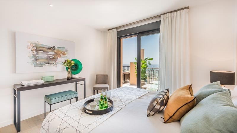 Bright apartments with sea views