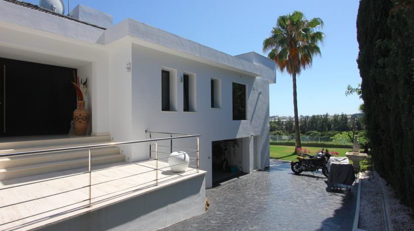 Front line golf modern villa