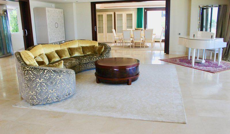 Stunning modern villa situated in Sierra Blanca
