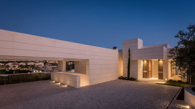 Stunning property with sea views