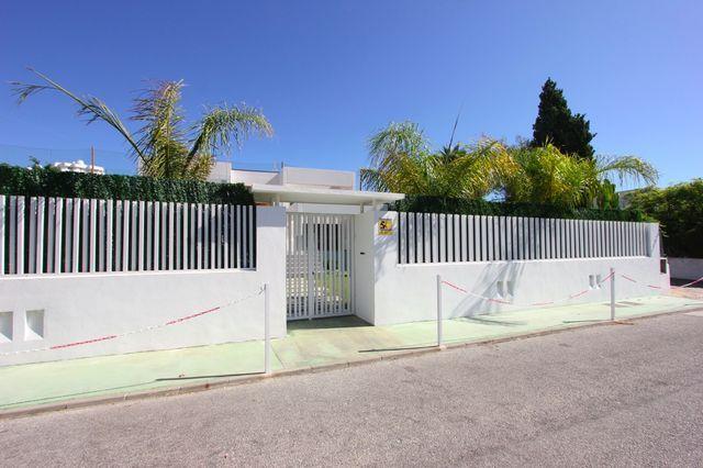 Front line golf modern villa in Guadalmina