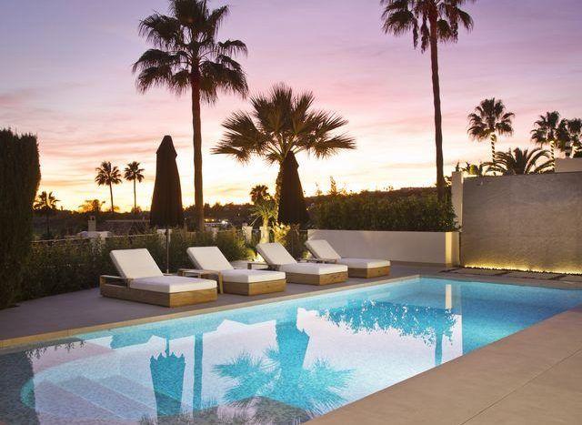 Impressive villa with golf and sea views in Nueva Andalucia