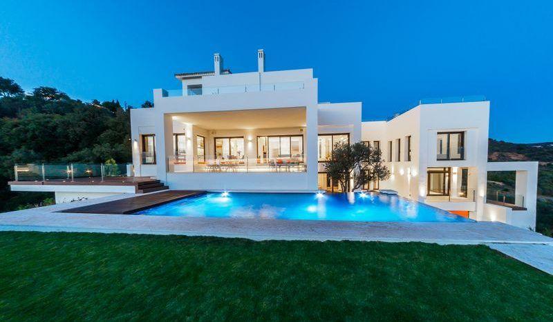 Modern villa with panoramic sea views in Marbella