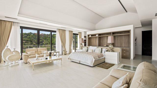 New Modern Mansion with Sea Views in La Zagaleta