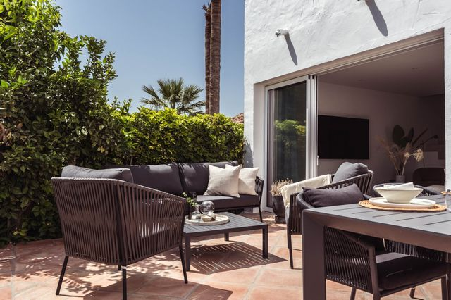 Modern style townhouse in the heart of Golf Valley.
