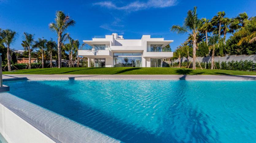 Recently built modern villa nearby the beach