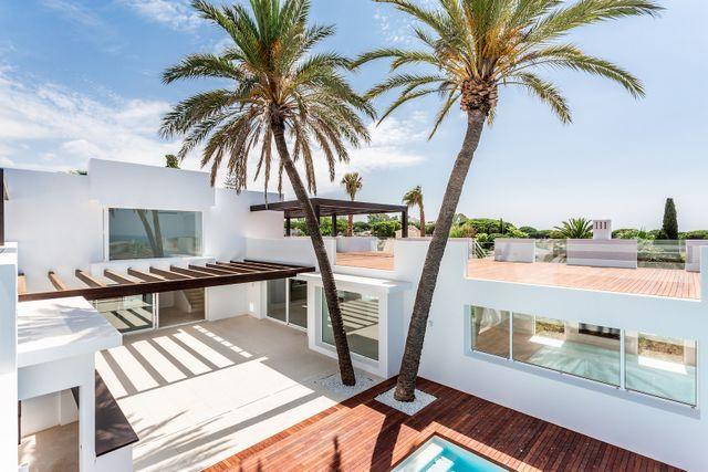 Amazing beachside villa with sea views