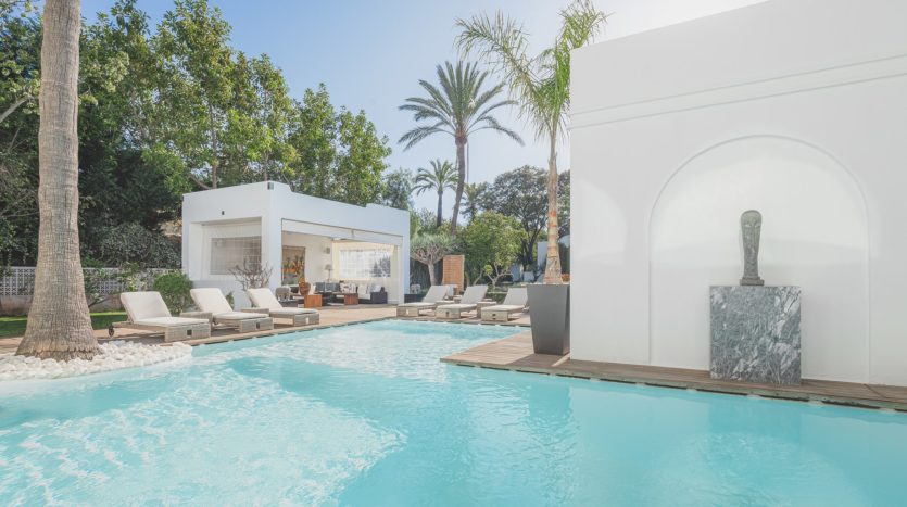 Impressive villa in Guadalmina Baja